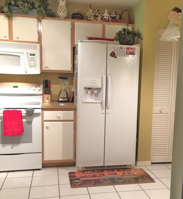 Fully loaded kitchen. Guests bring your food & beverage!
