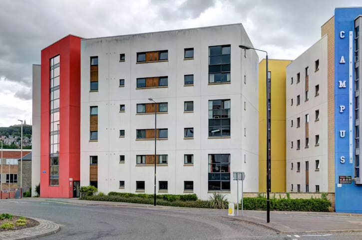 Dundee Accommodation: Campus Apartment 44.3