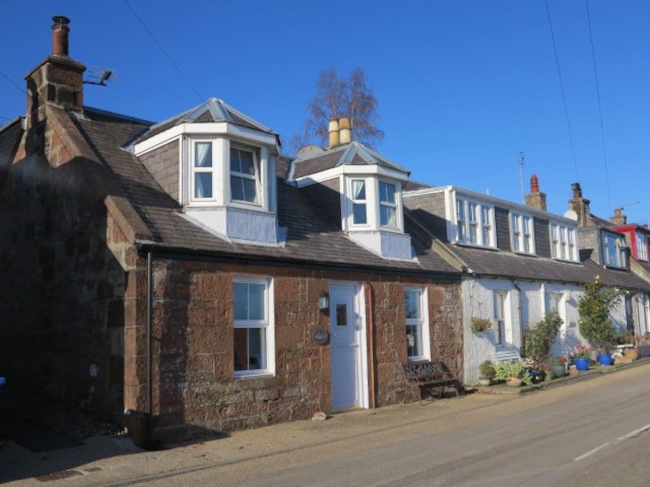 Eldon Cottage - Sea facing
