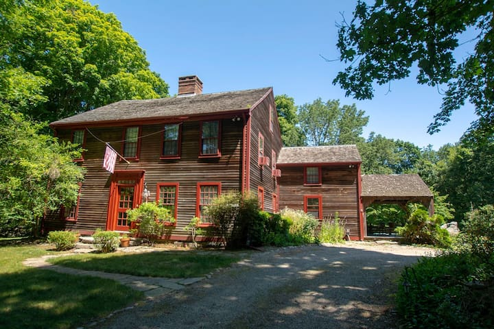 1710 Colonial Home in Stonington