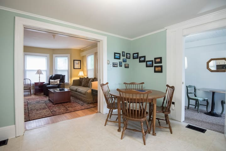 Walk to Village of Skaneateles/Cozy Spacious