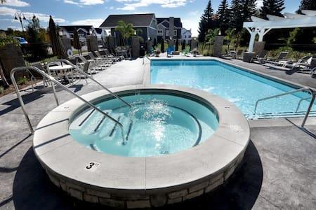 3 Bedroom 2 Bath- Centennial Park Community! - Grand Rapids