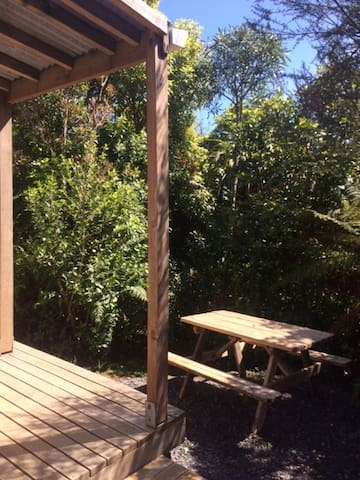 Tui Glen -Quaint Batch Studio  in a beautiful spot