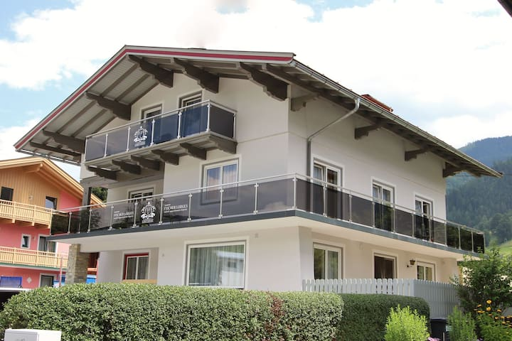 Stunning, stylish detached home, right in the centre of Kaprun.