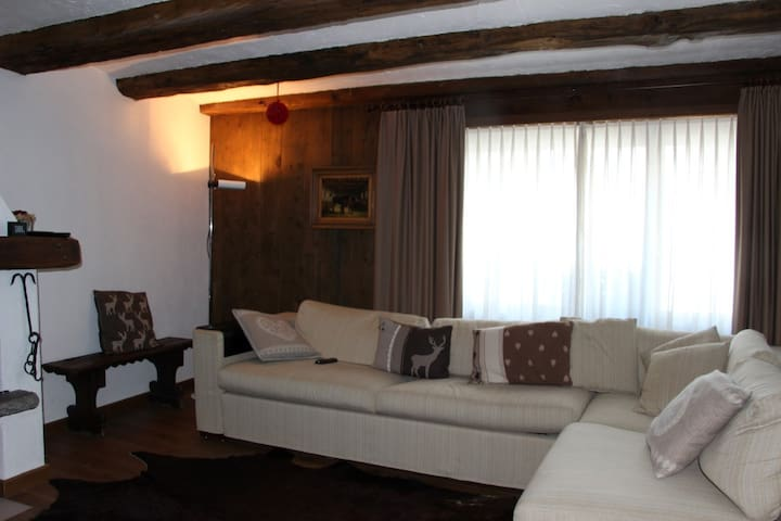 Sankt Moritz Cozy Apartment (in Celerina) - Celerina/Schlarigna