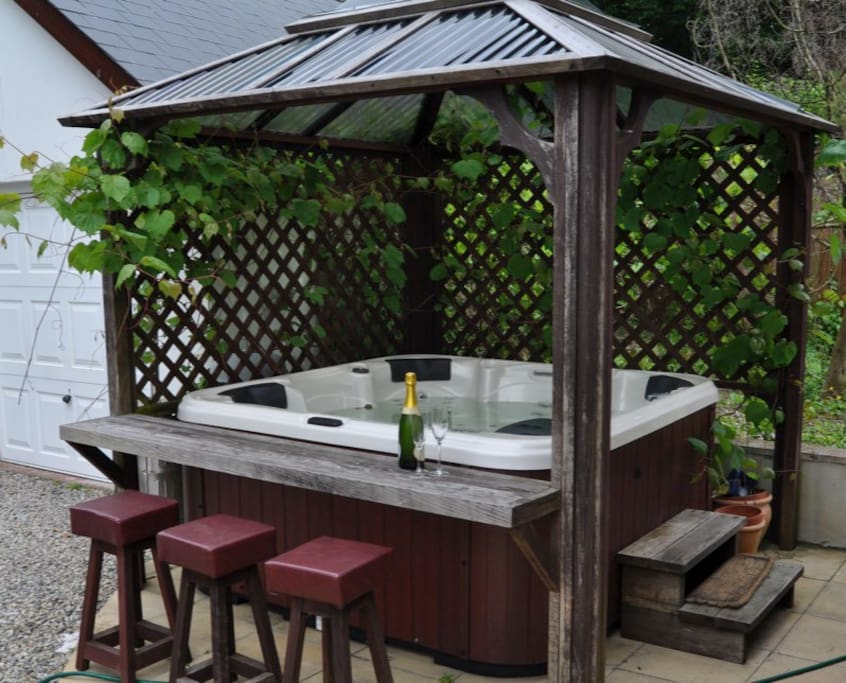 Hot tub in private large, enclosed back garden