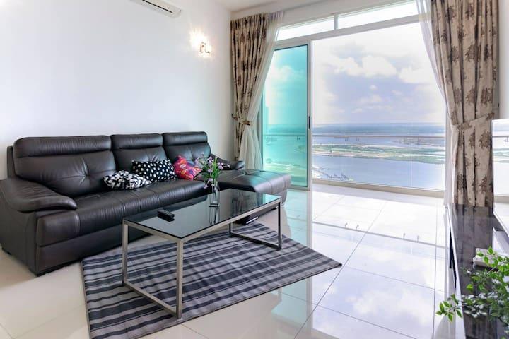 🌜High Floor 2BR Tropez Waterfront + Sea View🌜