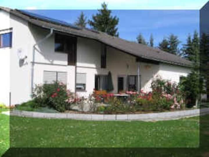 Gemütliches Zimmer auf dem idyllischen Bergenhof