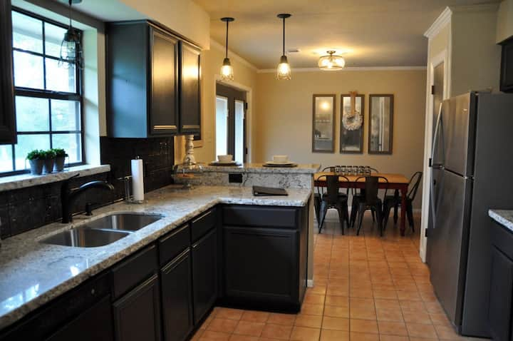 Aggieland Waterfront Retreat close to Kyle Field