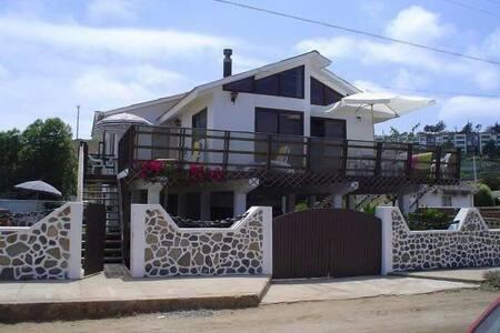 Casa en Laguna de Zapallar, a pasos de la playa.