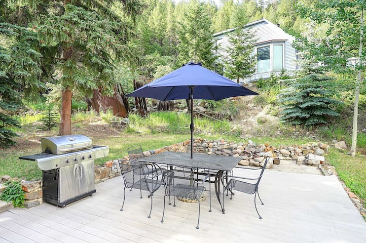 Fire up the grill and dine al fresco!