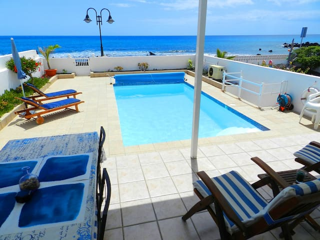 Villa RocaMar: a sea front villa
