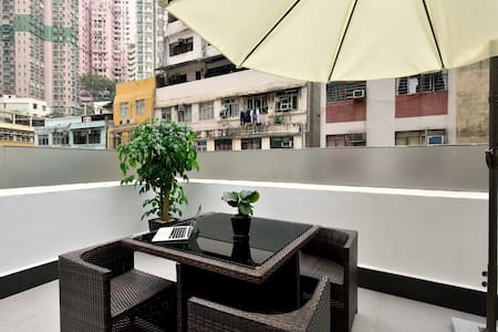 Modern Hollywood Road Rooftop Studio! - Daire