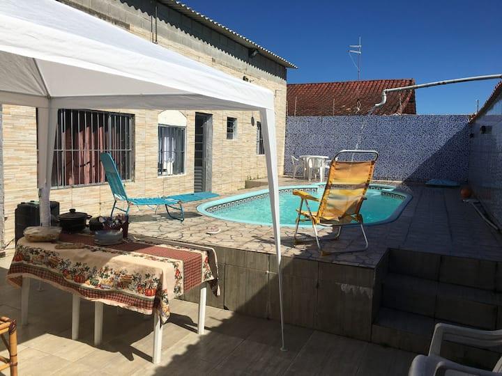 A casa com piscina e hidromassagem completa