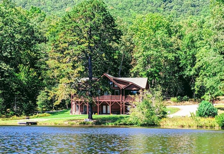 Beautiful Lakefront Log Home w/ Balcony & Firepit