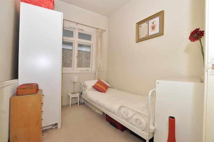 """Bijou"" room in large flat"