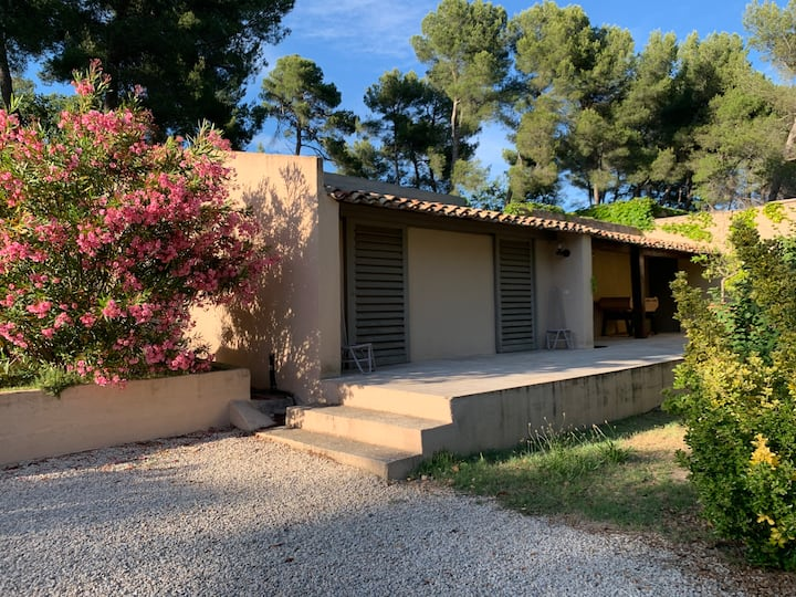 Charming 1 bedroom flat in the countryside of Aix.