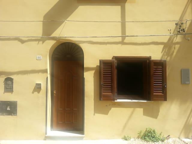 Casetta indipendente con soppalco. - Termini Imerese - Rumah