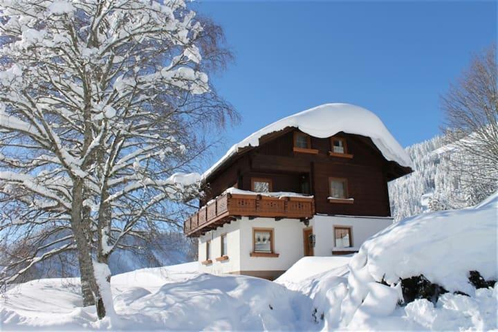 Schönes Ferienhaus mit Sauna in Filzmoos