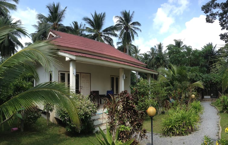 House with a beautiful garden - Surat Thani - Dom