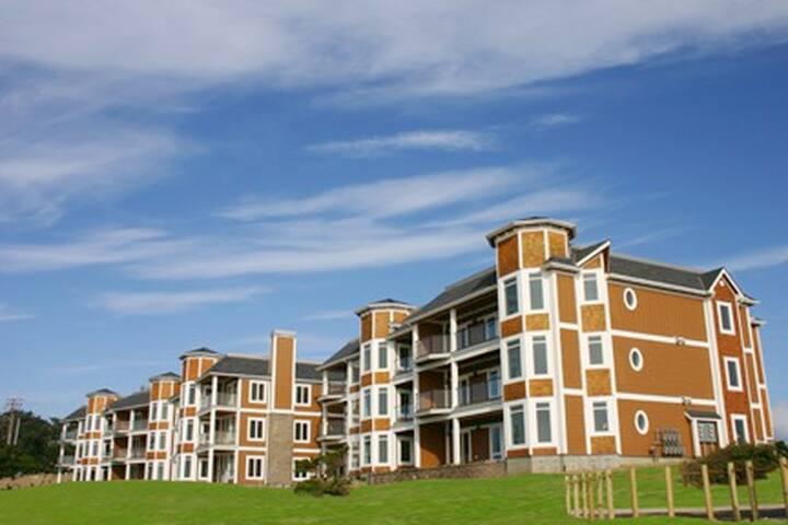 Shoreline Dreams - Newport - Condominium