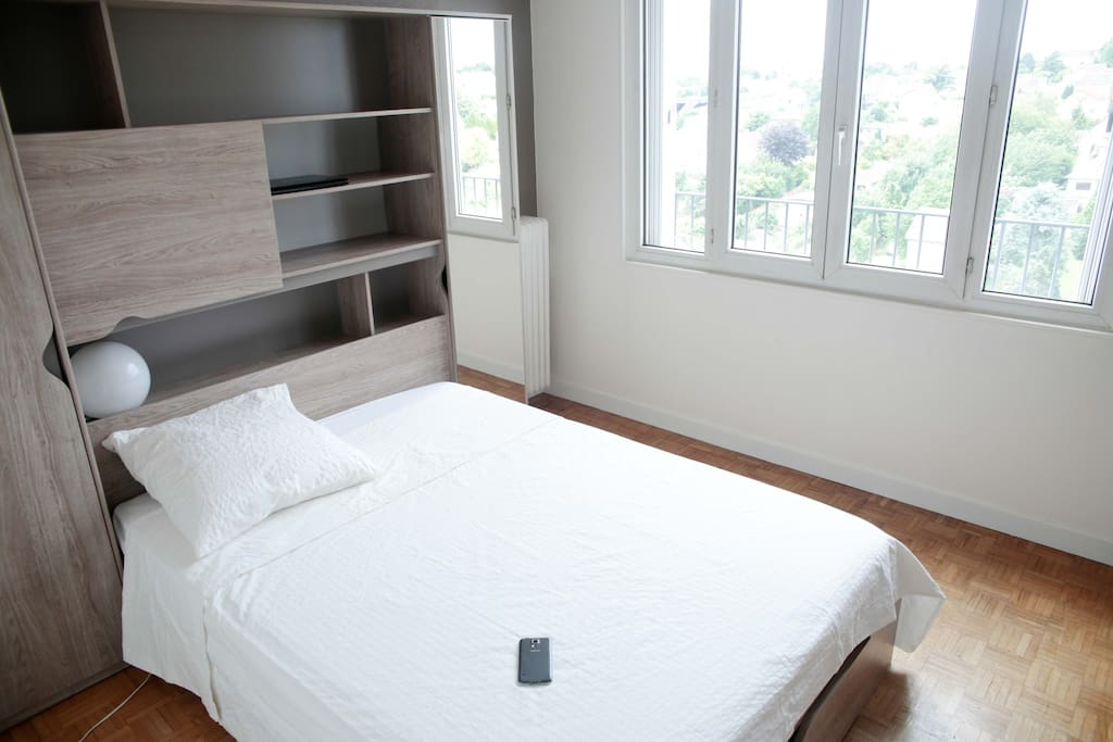 chambre cosy et sobre 20 min du centre de paris bed and breakfasts for rent in choisy le roi. Black Bedroom Furniture Sets. Home Design Ideas