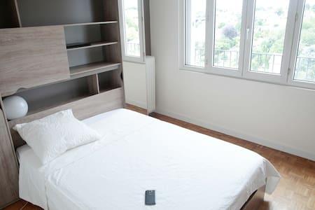 Chambre cosy et sobre à 20 min du centre de Paris - Choisy-le-Roi