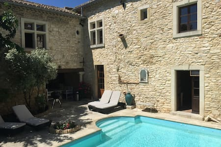 AMAZING 2px BEDROOM WITH POOL ACCESS - Saint-Laurent-des-Arbres - Bed & Breakfast