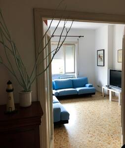 Bright apartment near the beach and 30m from Rome