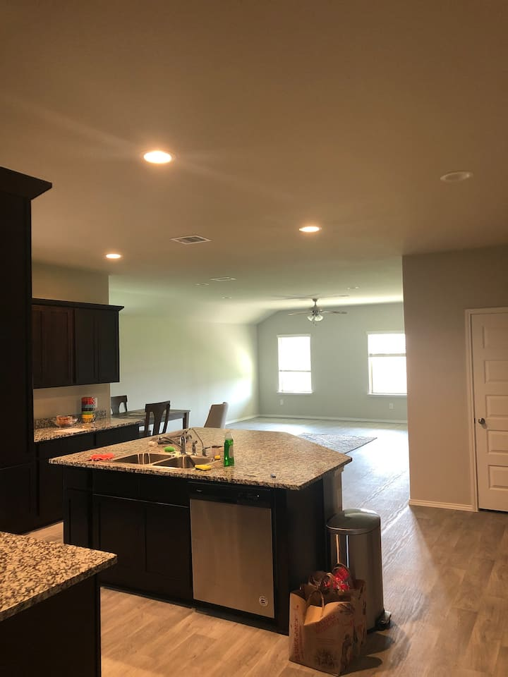 2 Rooms for rent 30 minutes from Houston