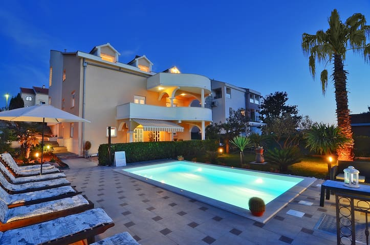 Comfort jednosoban apartm. pored bazena Vila Vanil