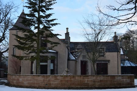Amazing 4 Bed Scottish Baronial Style House - Westhill - Rumah