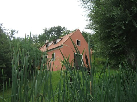 Casa alla fine di un piccolo villaggio in collina