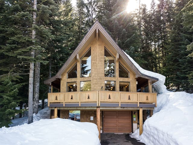 *NEW* Cabin Home w/ Hot Tub and Mountain Views!!!