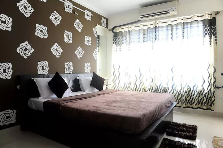 Charming Bedroom ideally located in the city - Mumbaj - Apartament