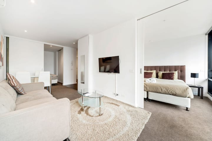 Stylish Splendid 2BD CBD - Cable TV, Free Wi-Fi