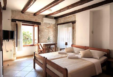 Estudio de estilo Istriano en una casa con vistas al mar