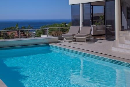 4 bedroom house with stunning views - Cape Town
