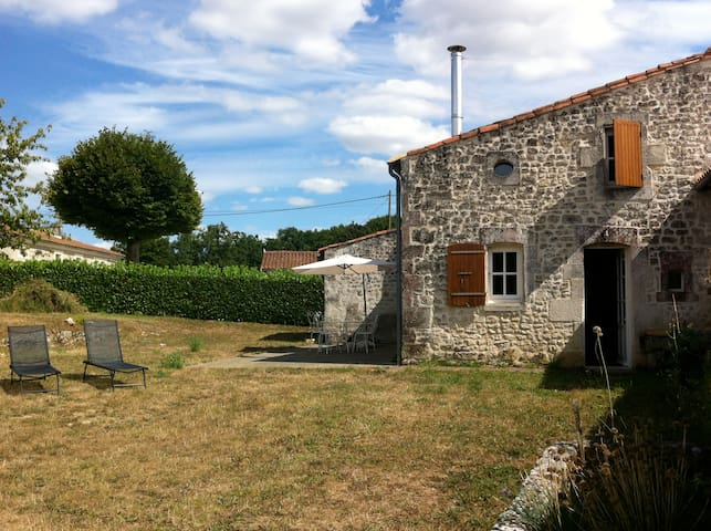 Maison traditionnelle charentaise - Lussac - บ้าน