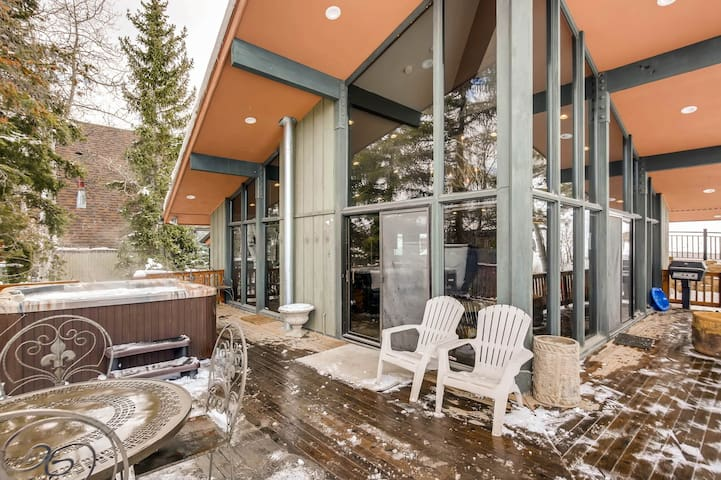 Private, ski-in/ski-out home w/ a full kitchen, private hot tub, pool table