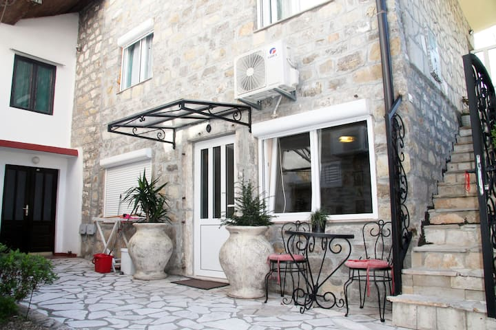 Apartment in old stone house Boka bay Baošići