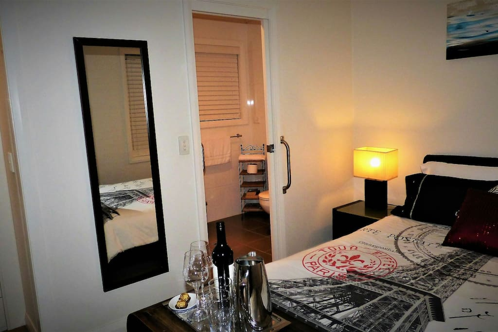 Ensuit close to bedroom