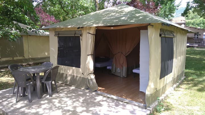 Tente Lodge ombragée au bord du Tarn avec Piscine
