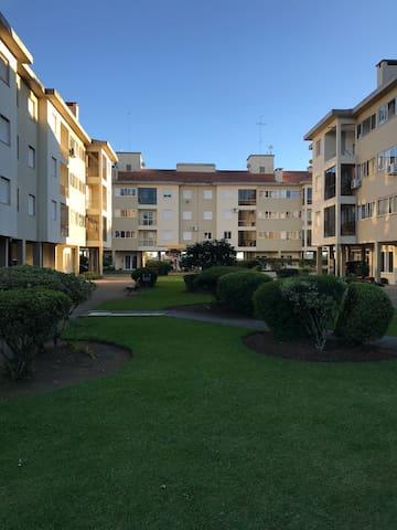 Apartamento 02 dormitórios, um casal e 1 solteiro