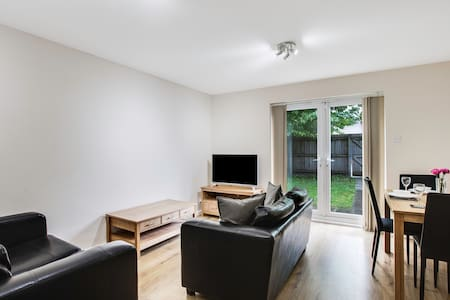 Grasmere House - 3 bedroom house (City Centre) - Manchester