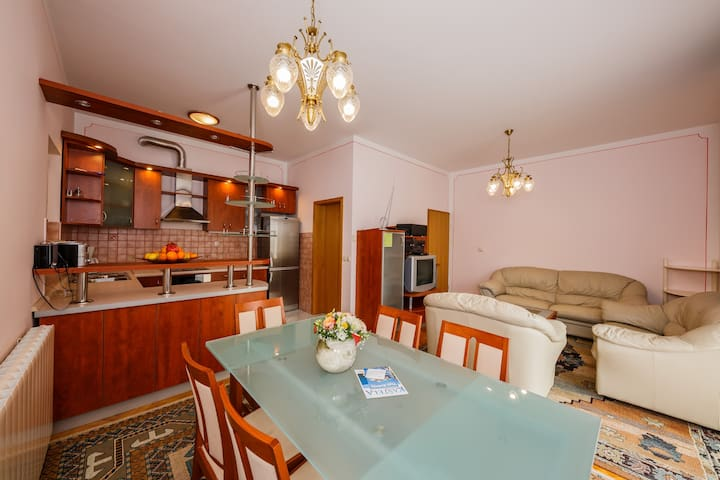A4 150 m2 apt with 4 bedrooms and big balcony
