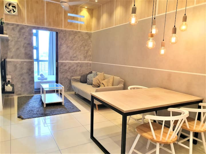 Golden Homestay 2B Stylish and Cozy 21-F Suite