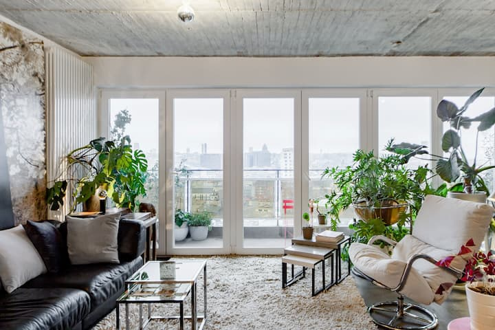 Hip Loft Living on the 18th Floor with Panoramic City Views