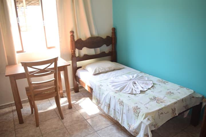 Quarto confortável em Ipatinga/ (1)