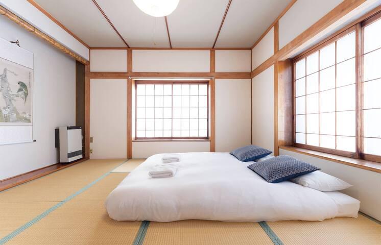 Nozawa Onsen quadruple room near ski chairlifts